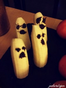 Healthy Ghosts. Eat more fruits! Bannas are so good for your heart!