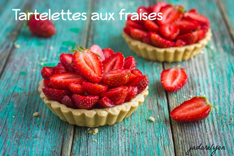 Tart with fresh strawberry on wooden background,