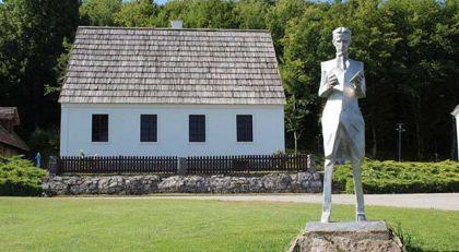 Споменик Николи Тесли у Смиљану