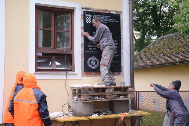 Фото: Nikolina Čutuk/PIXSLL Скинули су ХОС-ову плочу у Јасеновцу
