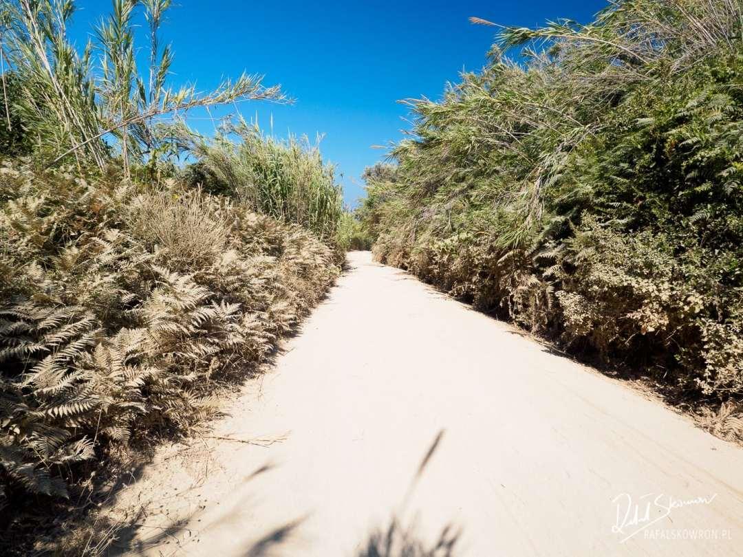 Droga na plażyczkę na Cape Drastis Korfu