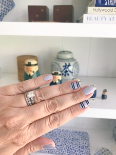 stripes-manimonday-essie