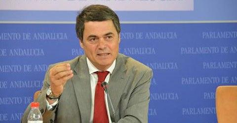 El portavoz del PP-A en el Parlamento andaluz, Carlos Rojas García pide el apoyo para el Camino Mozárabe de Santiago