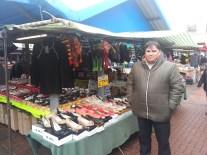 Salah satu pedagang yang ngajak saya ngomong bahasa, ternyata ini pedagang udah berkelana di Brunei, Malaysia, beberapa negara Arab, dan terakhir di Inggris