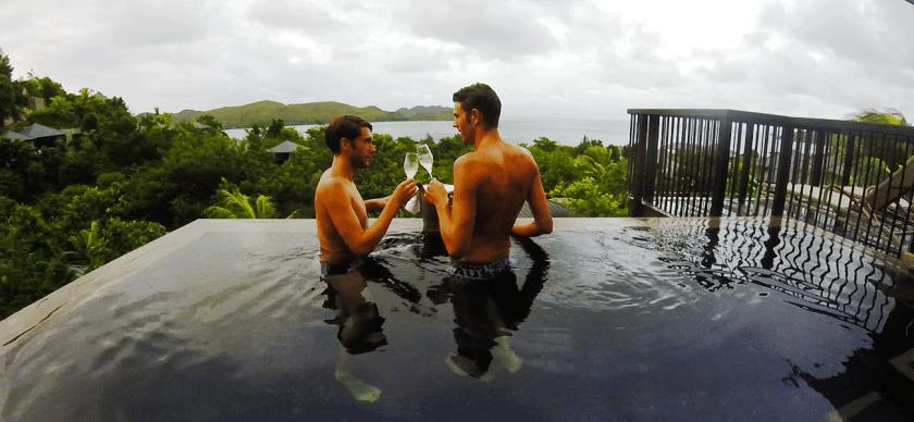 JAFs Hochzeitsantrag im Pool