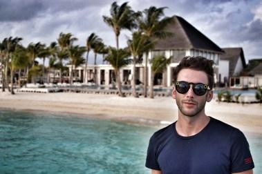 Flitterwochen Malediven: Jeroen an der Hotelbar