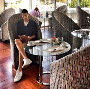 Florian beim Frühstück im Radisson Blu
