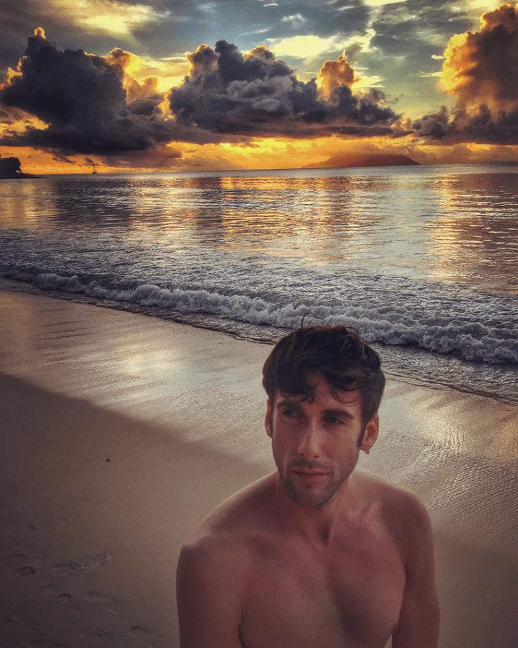Jeroen beim Sonnenuntergang auf Mahe