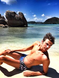 Florian in seine Aussiebum am Strand