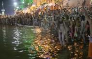 मोक्षदायिनी क्षिप्रा में पहले शाही स्नान के साथ विश्व का सबसे बड़ा धार्मिक मेला सिंहस्थ महाकुंभ शुरू