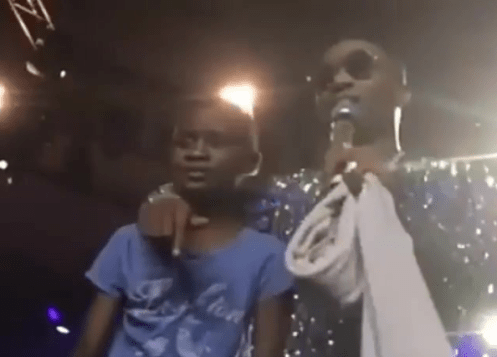 Wizkid Gifts N10 Million To Young Ahmed Signs His To Record Label After Superb Performance