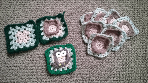 Crochet owl squares - pattern at http://www.repeatcrafterme.com/2012/11/owl-granny-square-crochet-pattern.html