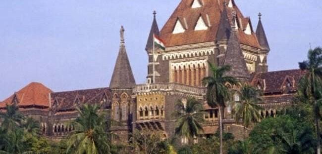 मुंबई उच्च न्यायालयाकडून पालकास शाळेविरुद्ध कोणतीही तक्रार न करण्याचे लेखी आश्वासन देण्याचे निर्देश