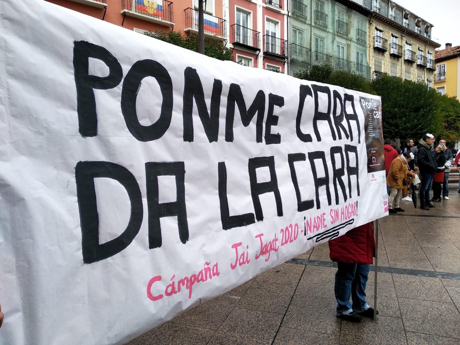 Acto público de personas sin hogar ante el Ayuntamiento de Burgos