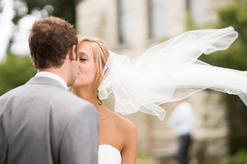 couple-wedding-portraits-veil