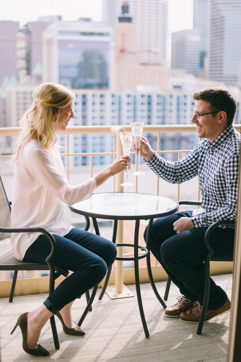 Minneapolis engagement photos with skyline