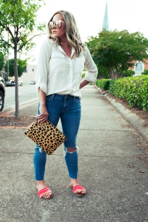 A simple, casual Way To Style A White Blouse