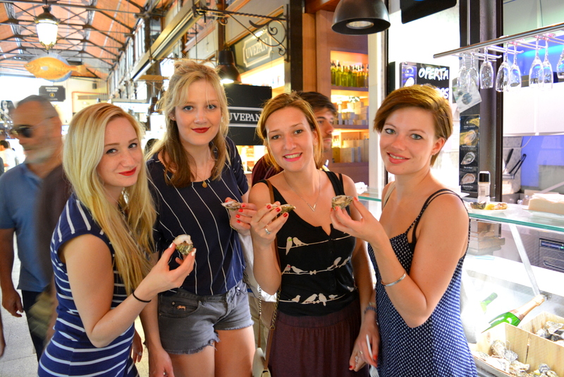 Mercado de San Miguel Madrid Spanje oesters met vriendinnen