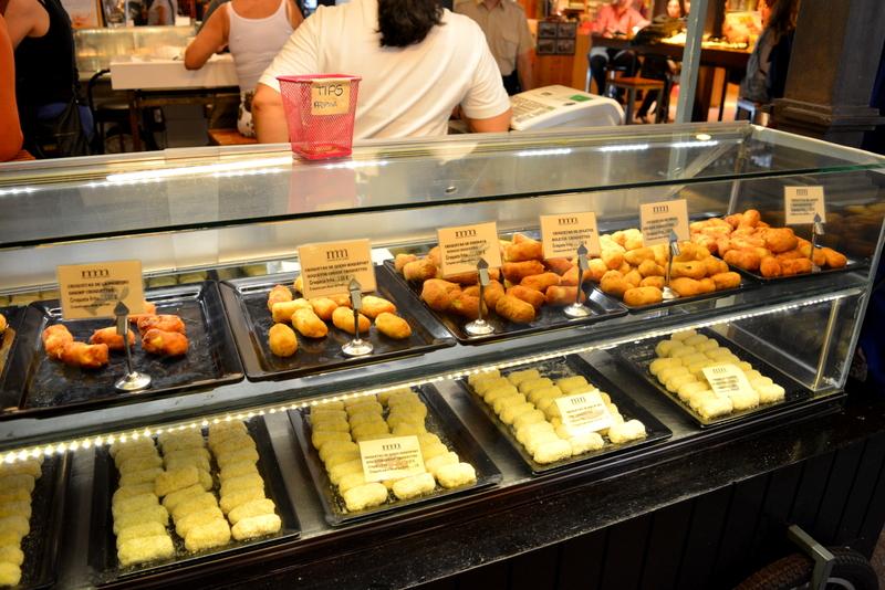 Mercado de San Miguel Madrid Spanje croquetas