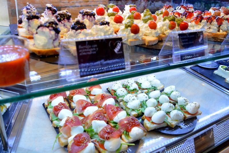 Mercado de San Miguel Madrid Spanje mozarella