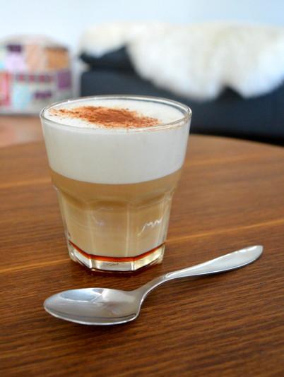 Koffie met kaneel en honing