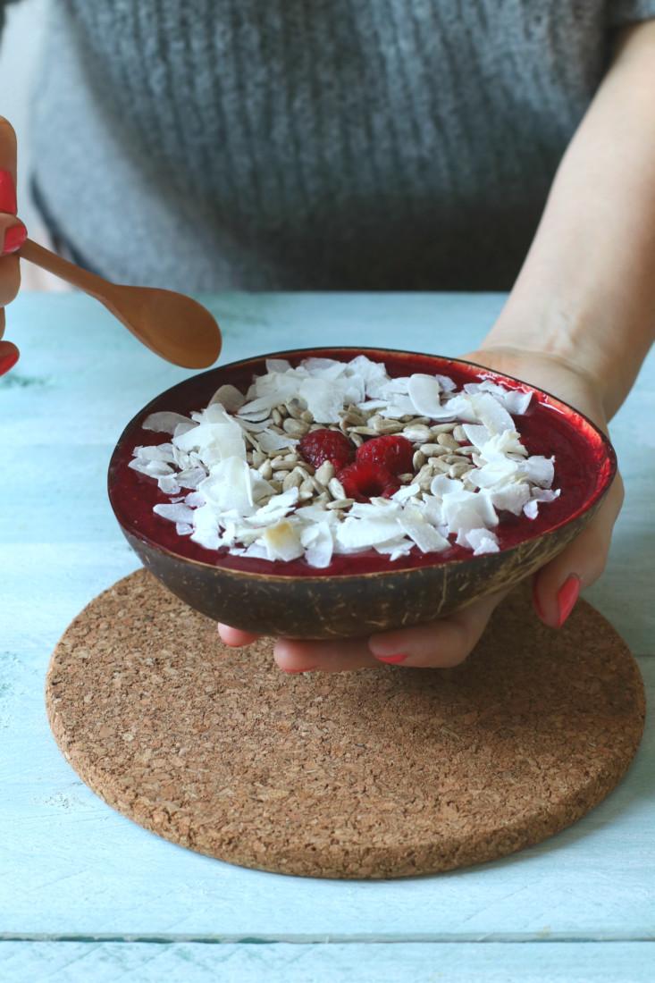 smoothie bowl met rood fruit en kokos www.jaimyskitchen.nl
