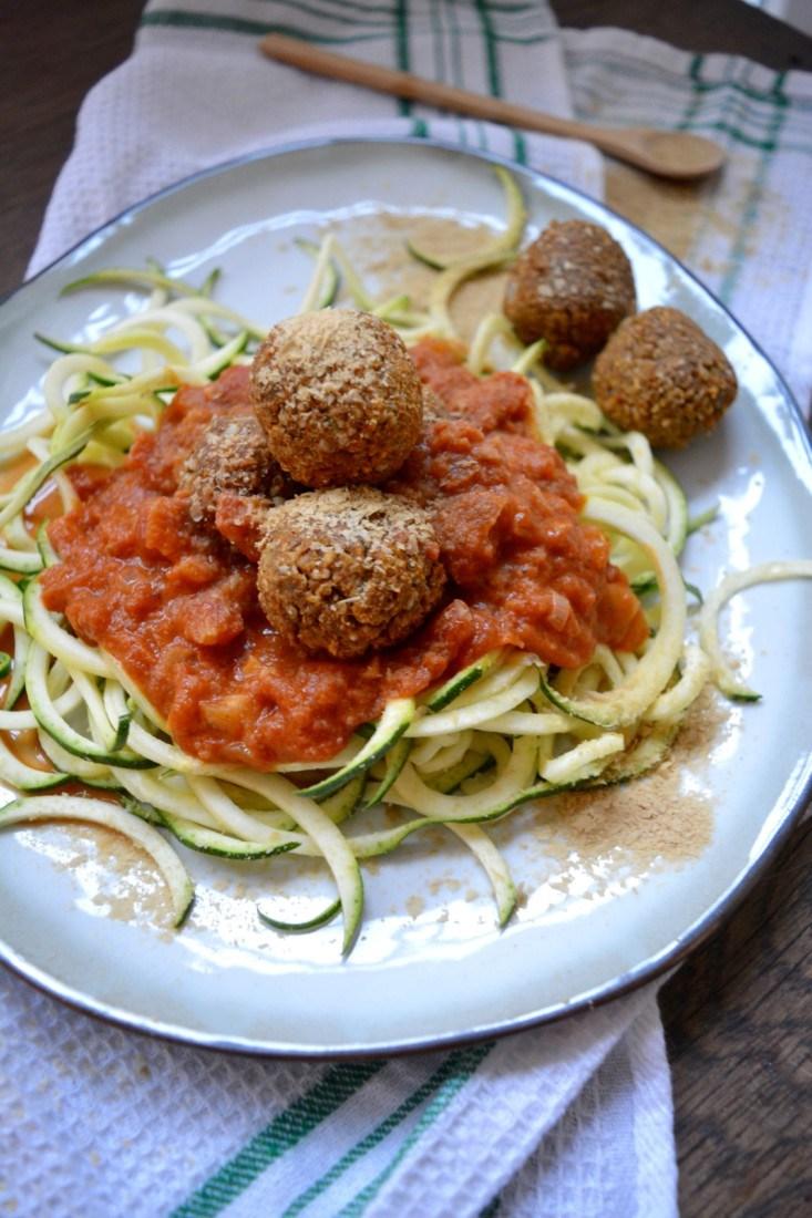 vegan meatballs met courgetti www.jaimyskitchen.nl