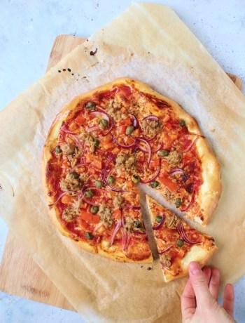 zelfgemaakte pizza met tonijn www.jaimyskitchen.nl