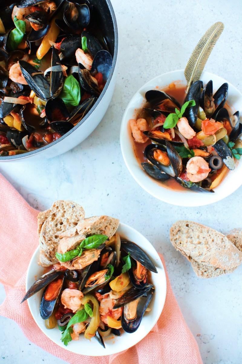 Vispannetje met mosselen en garnalen in tomatensaus www.jaimyskitchen.nl