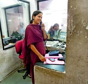 Agent féminine gare Jaipur, Rajasthan