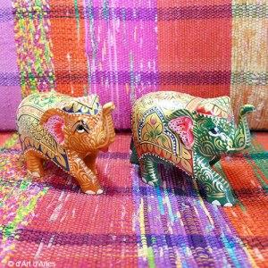 Petites statuettes éléphants peints