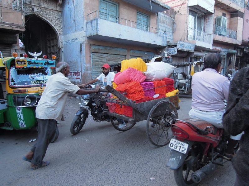 Chargement de tissus à Jodhpur
