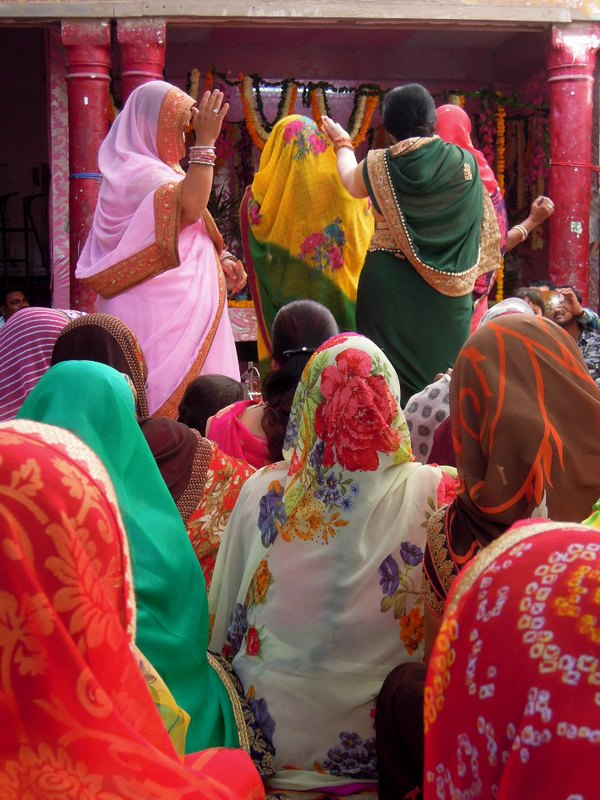 La fête des fleurs au Krishna temple Pushkar