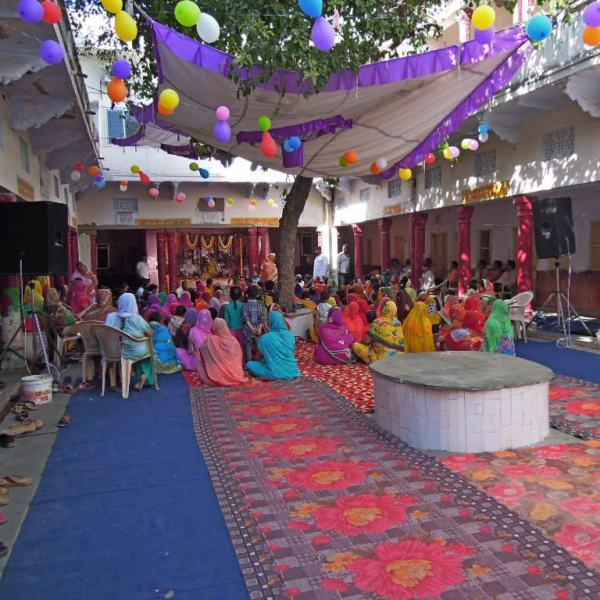 Fête des fleurs au Krishna temple à Pushkar