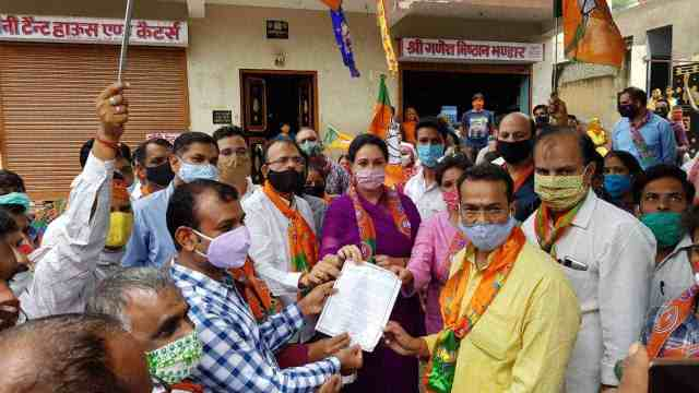 HALL BOL: BJP staged protests at district & zonal level across state against various govt policies 1