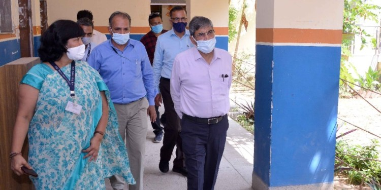 Surprise inspection done at government schools by the Additional Chief Secretary
