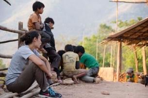 Eve & Les enfants du village Akha
