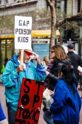 Protestation devant Gap - San Francisco copy