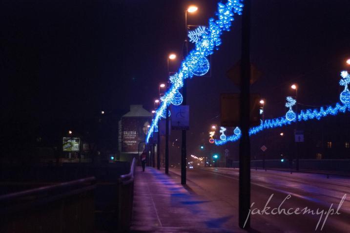 krakowski most powstańców śląskich w świątecznej szacie