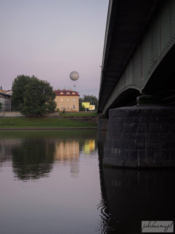 Balon już za mostem