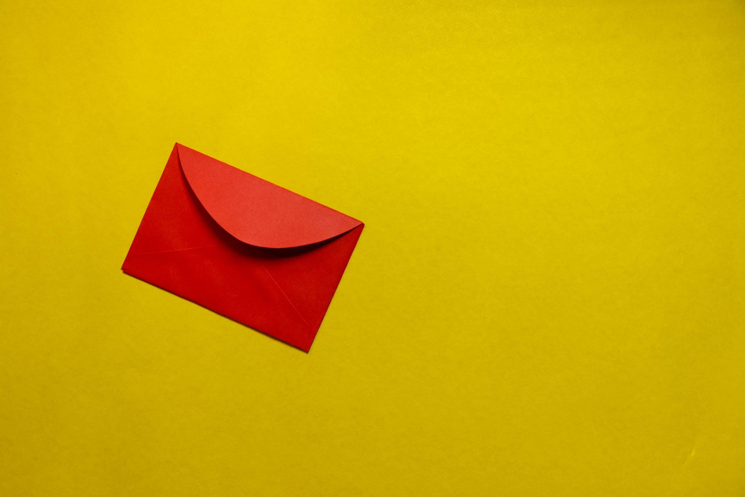 Red envelope on a golden yellow background.