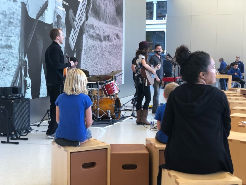 Live music Mullerette #todayatapple (at…