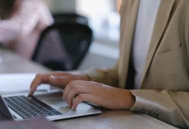Dlaczego komputery i laptopy poleasingowe są idealnym rozwiązaniem dla firm i osób prywatnych?