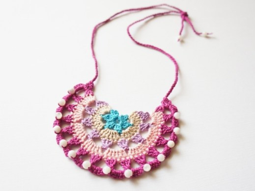 Crochet Bib Necklace by JaKiGu