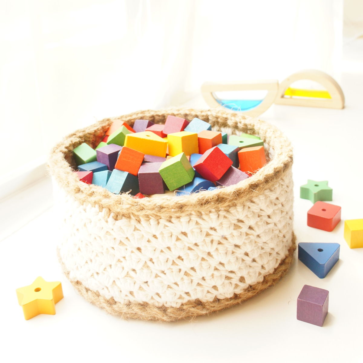Lacey Jute and Cotton Baskets | | jakigu.com crochet pattern