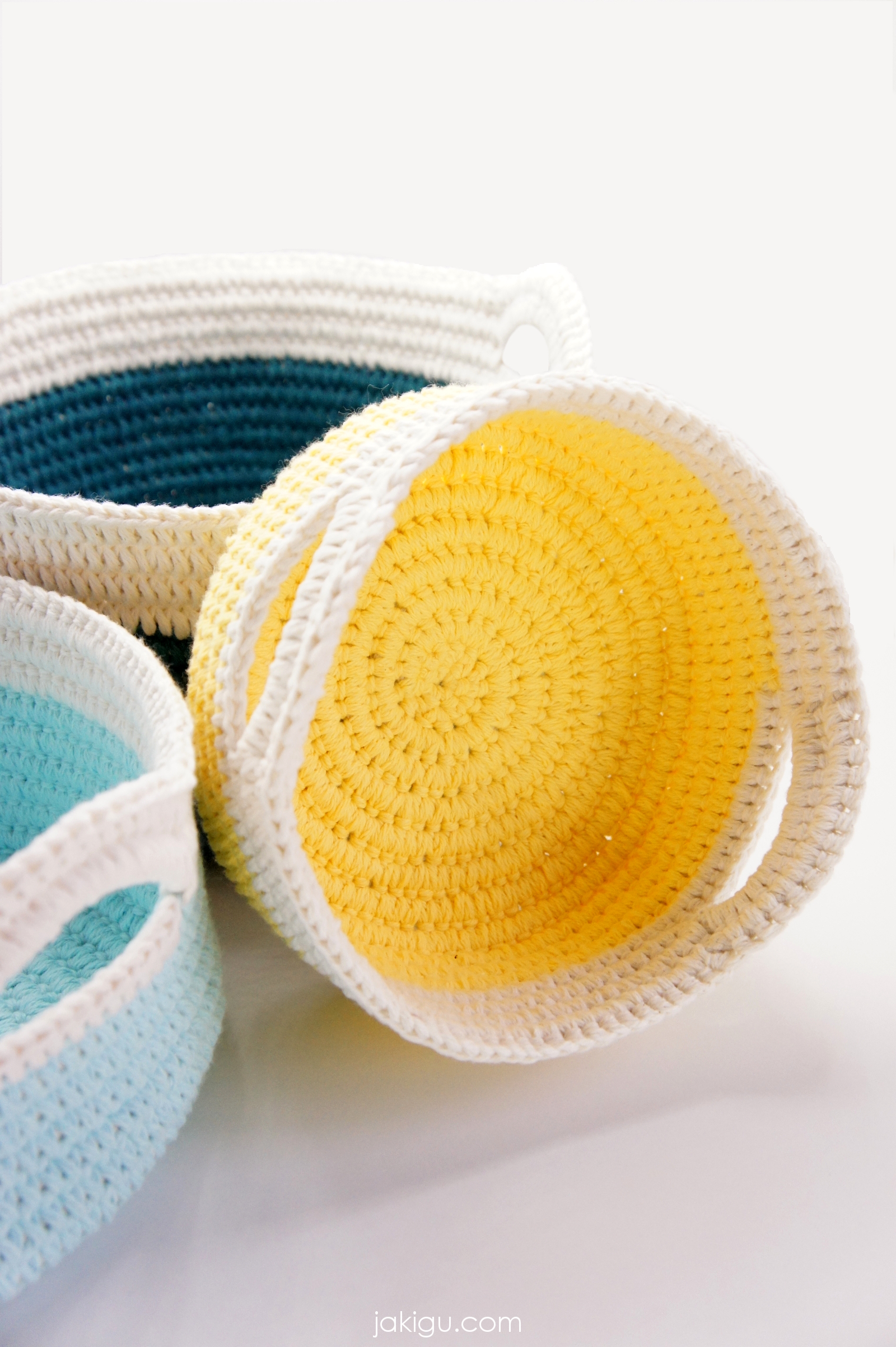 Crochet pattern - a set of stacking baskets with handles