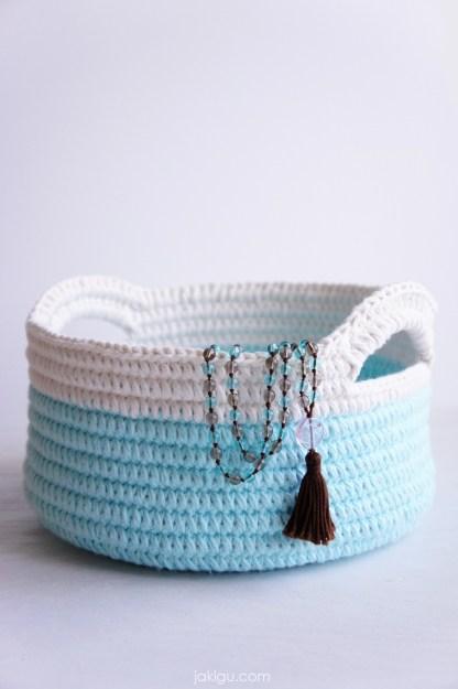 Sturdy Crochet Baskets with Handles   jakigu.com crochet pattern