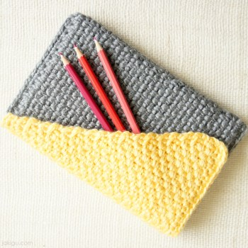 Crochet pencil case / handbag crochet pattern by jakigu.com