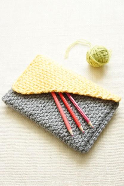Crochet flap over handbag - crochet pattern by jakigu.com