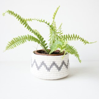 Geometric Crochet Basket, detailed crochet pattern and guide by jakigu.com